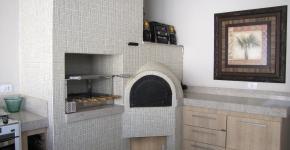 Churrasqueira caixote e forno iglu com acabamento em pastlha
