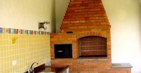 Churrasqueira compacta e forno de ferro